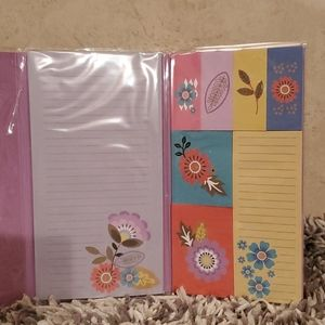 NWT..  Pretty floral pattern sticky notes.